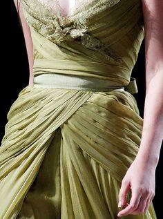 Restrictive sash.
