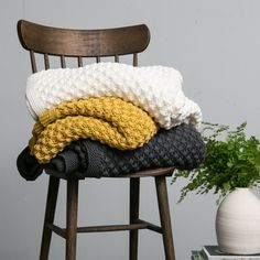 Nothing says fall like cozying up under a blanket with a hot cup of cider or coffee and a good book. Our Tessa Throw is a organic cotton blanket available Magnolia Home Decor, Magnolia Homes, Living Room Throws, Chip And Joanna Gaines, Chip Gaines, Cotton Blankets, Cozy Blankets, Pillow Texture, Magnolia Market
