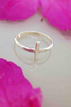 sideways cross ring--I want one. <3