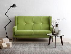 Under formgivningen af sofaen Happy har designer Stine Prang med et kærligt glimt i øjet skuet nogle årtier bagud og skabt en tidssvarende og stringent fortolkning af det klassiske togkupé-sæde. Sofaens skulpturelle karaktér er understreget ved den høje ryg og de elegante øreklapdetaljer, der desuden giver brugeren en enestående komfort. Happy er et unikt designobjekt med reelt klassikerpotentiale.  #sofa #design #stineprang #happysofa #raun #danishdesign
