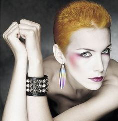 Annie Lennox in the She really had such a great look, she reminded me of Angie Bowie. Annie Lennox, New Wave Music, The New Wave, Pink Floyd, Angie Bowie, Nina Hagen, 80s Makeup, The Thin White Duke, Maila