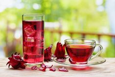 The health benefits of Hibiscus tea, also known as Agua De Jamaica, include relief from high blood pressure and high cholesterol, as well as a disturbed di Hibiscus Tea, Hibiscus Flowers, Hibiscus Plant, Cut Flowers, Hibiscus Sabdariffa, Dietas Detox, The Rouge, Tea Benefits, Health Benefits