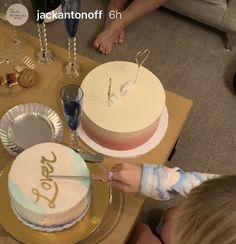 Taylor Swift Celebrated The Release Of 'Lover' With Cake, Champagne, And Jack Antonoff Bolo Taylor Swift, Taylor Swift Party, Taylor Swift Birthday, Taylor Swift Music, Taylor Alison Swift, Pretty Cakes, Cute Cakes, 22nd Birthday Cakes, Champagne Drinks