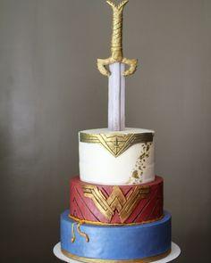 Wonder Woman Cake 2017 Wonder Woman Cake, Wonder Woman Party, Wonder Woman Birthday Cake, Wonder Woman Wedding, Cupcakes, Cupcake Cakes, Cake 2017, Superhero Cake, Wonder Women