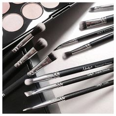 Create your perfect eye makeup with our must-have #Nanshy #makeup #brushes.