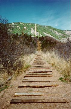 not been here but wish to some day and it i am sure it would hold a pin here...hiking the Incline in Manitou Springs Colorado! It's 1 mile up and gains 2000 feet in vertical elevation made up of 2800 railroad ties. 4 mile run back down the Barre Trail with switchbacks!! Challenge accepted.