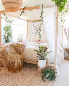 30 Gorgeous Bohemian Bedroom Decor Ideas - Gone were those days when people lived in houses with just white painted walls, regular bulbs, and marriage and family photos in standardized photo fr. Source by kayedoeslogos bohemian bedroom Cute Bedroom Ideas, Room Ideas Bedroom, Dream Bedroom, Home Bedroom, Bedroom Scene, Bed Room, Adult Bedroom Ideas, Canopy Bedroom, Nature Bedroom