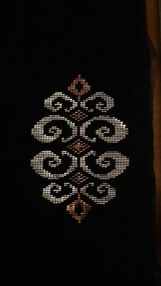 Really nice Cross-Stitch towel and pattern. Cross Stitch Borders, Cross Stitch Flowers, Cross Stitch Designs, Cross Stitch Patterns, Beaded Embroidery, Cross Stitch Embroidery, Hand Embroidery, Embroidery Transfers, Machine Embroidery Designs