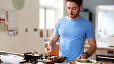50 geniale Grillrezepte für Ihr BBQ - MEN'S HEALTH Burnt Toast, Here's The Thing, Bbq, Cereal Bowls, Prepping, Articles, Fitness, Chest Muscles, Dynamic Stretching