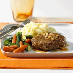 Here is the perfect burger recipe when it gets to be too cold for grilling. When is a hamburger, not just a hamburger? When it's a Salisbury Steak served with this yummy wine and mushroom sauce! Mushroom Wine Sauce, Spinach Bake, Steamed Green Beans, Salisbury Steak, Burger Recipes, Ground Beef Recipes, Hamburger, Stuffed Mushrooms, Cooking