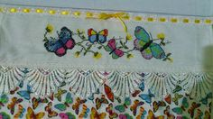 Pano de Copa com Borboletas, também já vendido com o gráfico adaptado por mim, feito com guipir. / Tea Towel with butterflies (sold) with a pattern changed and adjusted by me and with cotton lace. Cross Stitch Ponto Cruz
