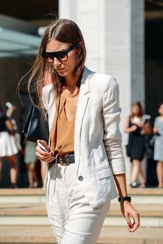 Why You Need a Summer Blazer – linen blazer // Notjessfashioncom - Woman Jackets and Blazers Plaid Fashion, Tomboy Fashion, Style Fashion, London Fashion, Fashion Black, Womens Fashion, Fashion Trends, Celine, Pijamas Women