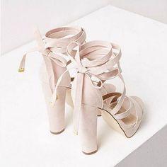 Taki motyw! Stawiamy na słupki w tym sezonie 💗 #beige #heels #wiosna #VICES #inlove #follow #shoes #shoesaholic #shoestagram #shoesoftheday #beż #like4like #spring #itgirl #instapic #inspiration