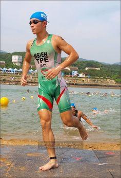 Young Boys Fashion, Boy Fashion, Cycling Shorts, Cycling Outfit, Men's Triathlon, Lycra Men, Male Feet, Swimmers, Sport Man