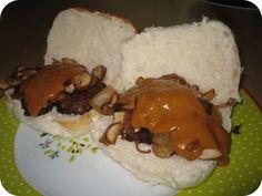 Broodje Gehaktbal met Ui en Champignons