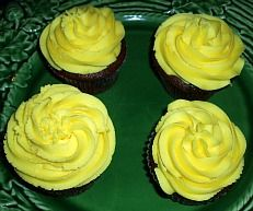 Learn how to make gourmet cupcake recipes. This Mahogany cake recipe is easy to make. Just combine ingredients, fill cupcake tins and frost.
