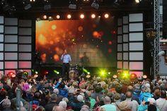 Ein tolles Bühnenprogarmm lockte tausende Besucher zum Rathausfest in Wernigerode. (Foto: C. Borger)