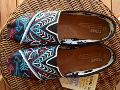 Hand painted Toms.  Want!