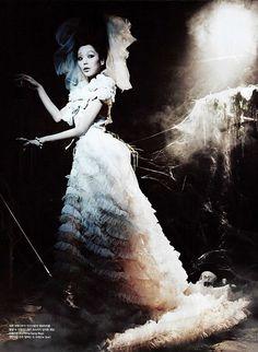Kim Min Hee and Lee Hyuk Soo by Zo Sun Hi for Vogue Korea (December 2009)