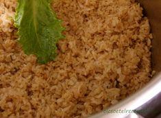 A barna rizs főzése talán még egyszerűbb, mint a fehér rizsé, viszont a fűszerezésre és a kellő ideig tartó főzésre érdemes odafigyelni. A b Fried Rice, Paleo, Ethnic Recipes, Food, Bulgur, Essen, Beach Wrap, Meals, Nasi Goreng