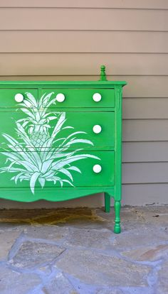 Green Chest of Drawers w/pineapple     LOVE  EVERTHING ABOUT THIS!