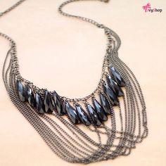 Maxi colar mega estiloso para modernizar seu look!   www.ivyshop.com.br  #maxicolar #colares #acessorios #franjas #tendencia #moda #bijuteria #bijoux #boho #gipsy #gypsy #correntes # hippiechic #style #look #feminino