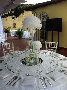 Centro de mesa con pompones