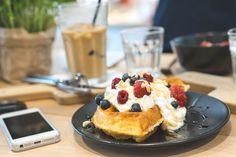Die Brüher - Ein Coffeedate bei 35 Grad in Linz - coral and mauve Mauve, Waffles, Cheesecake, Coral, Foods, Drinks, Breakfast, Desserts, Linz