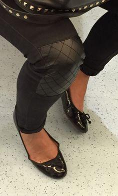Love flats, feet and pantyhose Shiny Shoes, Flat Shoes, Flat Sandals, Ballerina Shoes, Ballet Flats, Sexy Legs And Heels, Black Leather Skirts, Girl Fashion, Female Fashion