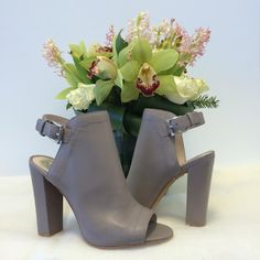 Flowers & New Shoes our favourite things for Spring! #vincecamuto @vincecamuto
