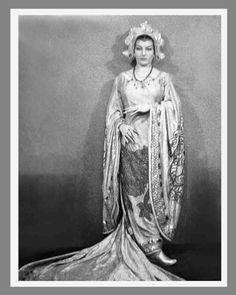 Maria Callas as Turandot in Buenos Aires Teatro Colon 1949 (575×720)