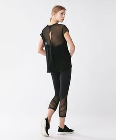 T-shirt tulle - Run - 19.99€ - T-shirt à manches courtes. Tulle au dos. - Tendances printemps été 2017 en mode femme chez OYSHO online.