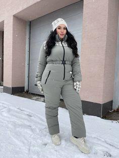 Ski Jumpsuit, Short Jumpsuit, Black Jumpsuit, Long Puffer Coat, Winter Photos, Petite Women, Snow Suit, Black Knit, Mittens
