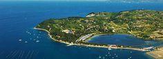 Strugnano (Strunjan) e un paese sulla costa slovena tra Isola dell'Istria e Pirano. La zona e nota per le saline e i centri benessere.