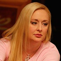 Country singer Mindy McCready was found dead on Feb. 17 at her home in Herber Springs, Ark. of a self-inflicted gunshot wound. She took her own life just one month after her boyfriend David Wilson committed suicide. Country Music Stars, Country Music Singers, Country Artists, Celebrity Deaths, Celebrity News, Mindy Mccready, David Wilson, Free Manga Online, Celebs