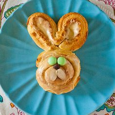 Easter bunny cinnamon rolls-so cute for Easter brunch! Easter Breakfast Recipes, Easter Brunch, Easter Recipes, Holiday Recipes, Breakfast Ideas, Easter Party, Holiday Ideas, Dessert Recipes, Desserts