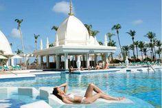 Tiempo para relajarse en el Hotel Riu Palace Aruba. En la extensa playa de arena de Palm Beach se encuentra el Hotel Riu Palace Aruba. Su amplia oferta de servicios y sus cuidadas instalaciones, te harán disfrutar al máximo de tus vacaciones en el Caribe (Todo Incluido 24h). Hotel Riu Palace Aruba – Hotel en Palm Beach – Hotel en Aruba - RIU Hotels & Resorts