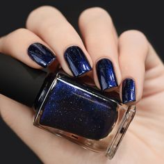 Looking Up Midnight Blue Holographic Nail Polish Arte de uñas Blue Nail Polish, Holographic Nail Polish, Gradient Nails, Blue Nails, My Nails, Polish Nails, Winter Nail Art, Winter Nails, Nail Art Designs