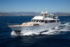 The beautiful Classic Benetti superyacht LIBERTUS is offering a reduced relocation rate on selected dates for yacht charter vacations in Sicily this summer. Luxury Yachts For Sale, Sailing Yachts For Sale, Yacht For Sale, House Yacht, Classic Yachts, Floating House, Motor Yacht, Sicily, Delivery