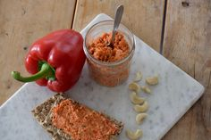Sweet pepper spread with cashew nuts Puur Suzanne I Love Food, Good Food, Yummy Food, Tapenade, Best Vegetarian Recipes, Healthy Recipes, Healthy Dips, Happy Healthy, Lunch Restaurants
