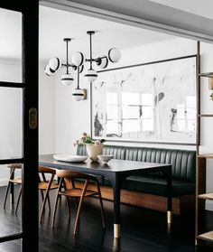 Get inspired by these dining room decor ideas! From dining room furniture ideas, dining room lighting inspirations and the best dining room decor inspirations, you'll find everything here! Dining Nook, Dining Room Lighting, Dining Room Design, Interior Design Kitchen, Table Lighting, Lighting Ideas, Kitchen Lighting, Built In Dining Room Seating, Kitchen Banquette Seating