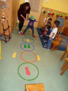 Kapcsolódó kép Kapcsolódó kép is part of Preschool games - Preschool Education, Preschool Learning, Learning Activities, Preschool Activities, Teaching Kids, Physical Education, Motor Skills Activities, Gross Motor Skills, Indoor Activities
