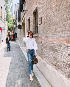 "Sunny Dahye on Instagram: ""Selamat Hari Raya Idul Fitri temen2 !! Mohon maaf lahir dan batin❤️❤️❤️😘 btw bakaln ada vlog baru upload malam ini ! Jangan lupa untuk di…"" Sunnies, Korean Fashion, Coat, Jackets, Vintage, Instagram, Style, K Fashion, Down Jackets"