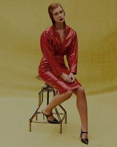 Incentivando novos talentos do mundo da moda a @schutzoficial criou o projeto #SchutzLab. Ali fotógrafos stylists e maquiadores têm a oportunidade de mostrar seu trabalho por meio da nova campanha da etiqueta. Na foto um retrato descolado da atriz (e it-girl) @marinaruybarbosa clicado por @thepavarottidiary com edição de moda de @renatacorrea e beleza por @silviogiorgio.  via ELLE BRASIL MAGAZINE OFFICIAL INSTAGRAM - Fashion Campaigns  Haute Couture  Advertising  Editorial Photography…