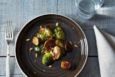 Coles de Bruselas con piñones y tomillo | 15 formas deliciosas de comer tus verduras