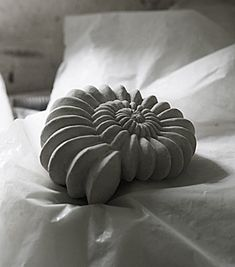Big shell made in concrete. Design Stina Lindholm, Skulpturfabriken (20 cm Durchmesser, € 71)