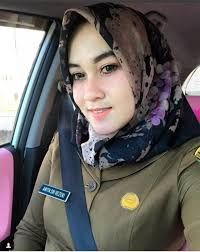 Share the love and the happiness that is in my heart. Beautiful Muslim Women, Beautiful Hijab, Hijabi Girl, Girl Hijab, Muslim Girls, Muslim Couples, New Hijab, Beauty P, Military Women