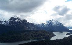 Los Andes forman la columna vertebral de la Argentina. Mucha gente viene a mantenerse en forma por el esquí y el senderismo.