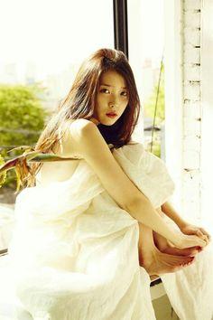 Korean Singer and Actress Lee_Ji_Eun Iu Chat Shire, Korean Beauty, Asian Beauty, Korean Girl, Asian Girl, Korean Style, Korean Celebrities, Celebrity Feet, Kpop Girls