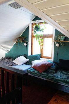 löhöpaikka,sänky,marimekko,yläkerta,yläkerran aula